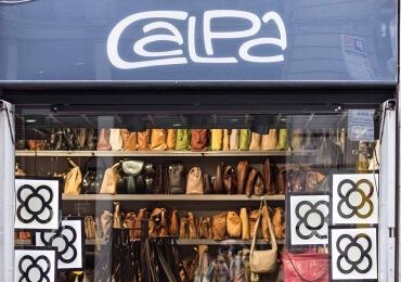 If you walk through the Barri Gòtic of Barcelona, ​​you will find our store, Calpa